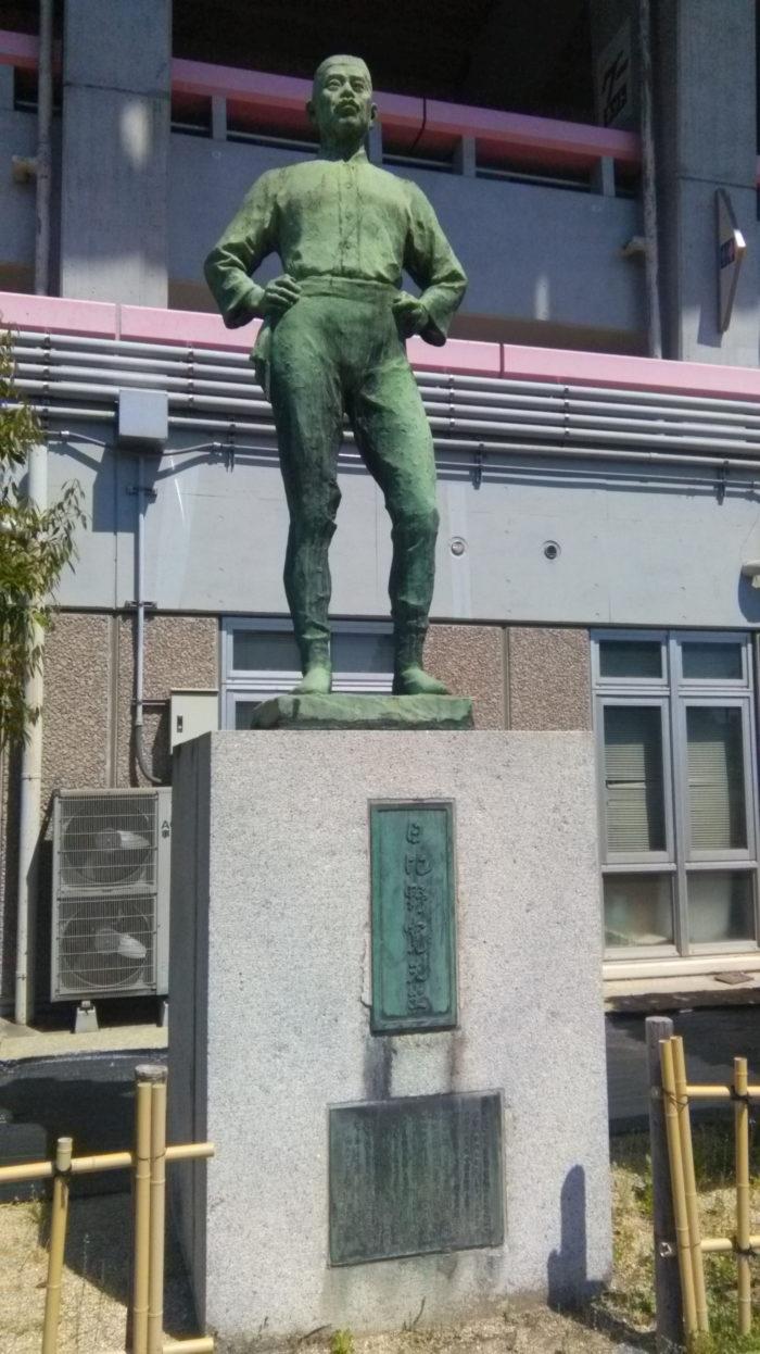 日比野寛 銅像