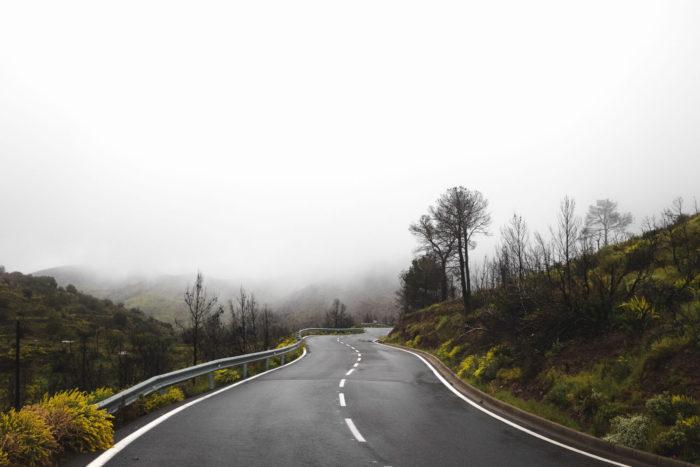 山間 道路風景