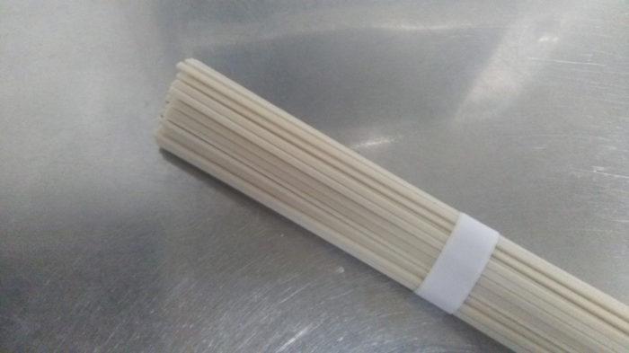 はくばく「もち麦うどん」乾麺状態
